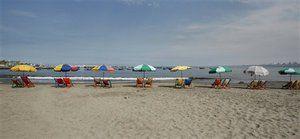 Спортом можна займатися і на пляжі